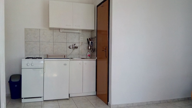 Croatia house for rent Karlobag 22 kitchen
