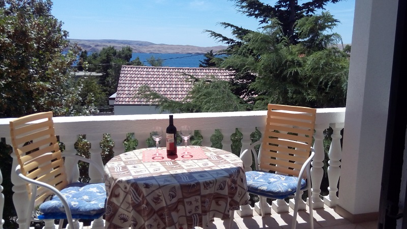 Croatia house for rent Karlobag terrace 1